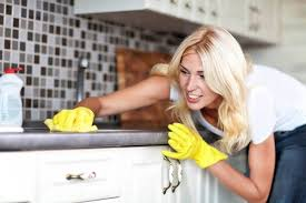 إزالة الدهون المتراكمة في المطبخ
